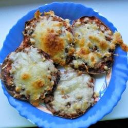 Oopsie-bread minipizzas (LC, GLF, GRF, SF)