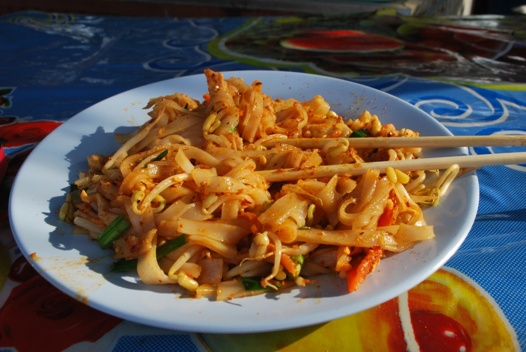 Chicken and vegetable pad thai