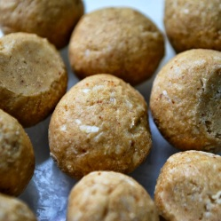 Peanut butter protein balls (DF, LC, GLF, GRF, SF)