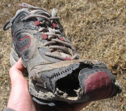 My shoes weren't that bad but still worn off. Photo from 2toms.com