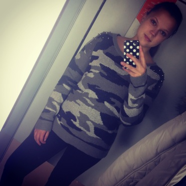 A random selfie shopping. Still loving my oversized sweaters. From 30€ to 5€ – why not buy it :)