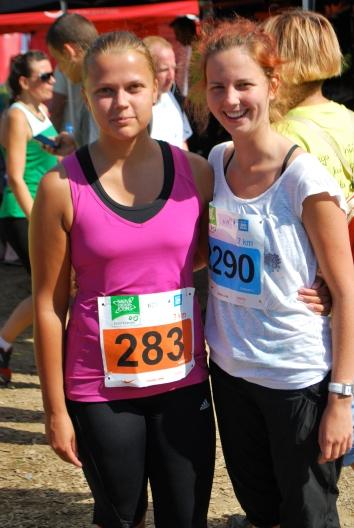 Mina ja Triin meie esimesel jooksuvõistlusel 2013. aastal Narvas.