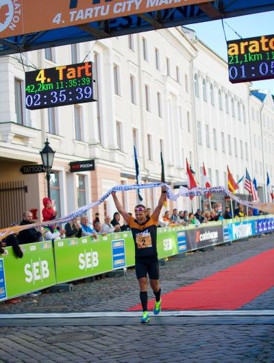Rait Ratasepa (maratoni 1. koht) finiš
