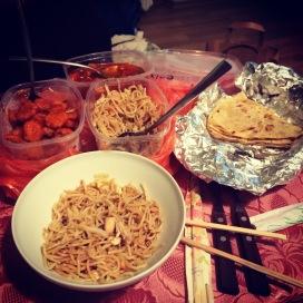 Tellsime korterikaaslasega Hiina toitu koju, sest me ei jaksanud poodi minna. :D