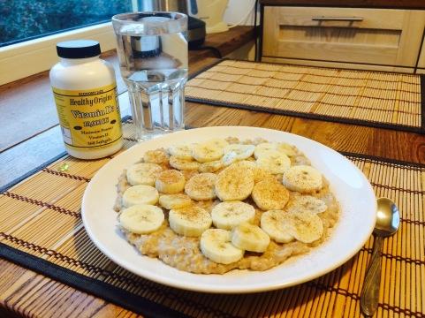 Kaerahelbepuder banaani ja kaneeliga